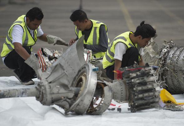 Nóng: Mảnh vỡ từ máy bay Indonesia bị rơi có thể giúp tìm MH370-1