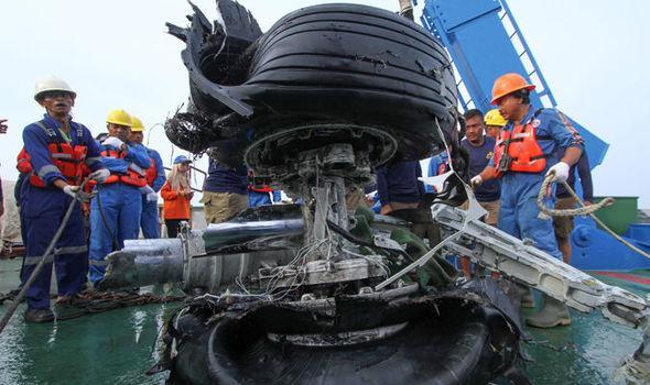 Nóng: Mảnh vỡ từ máy bay Indonesia bị rơi có thể giúp tìm MH370-2