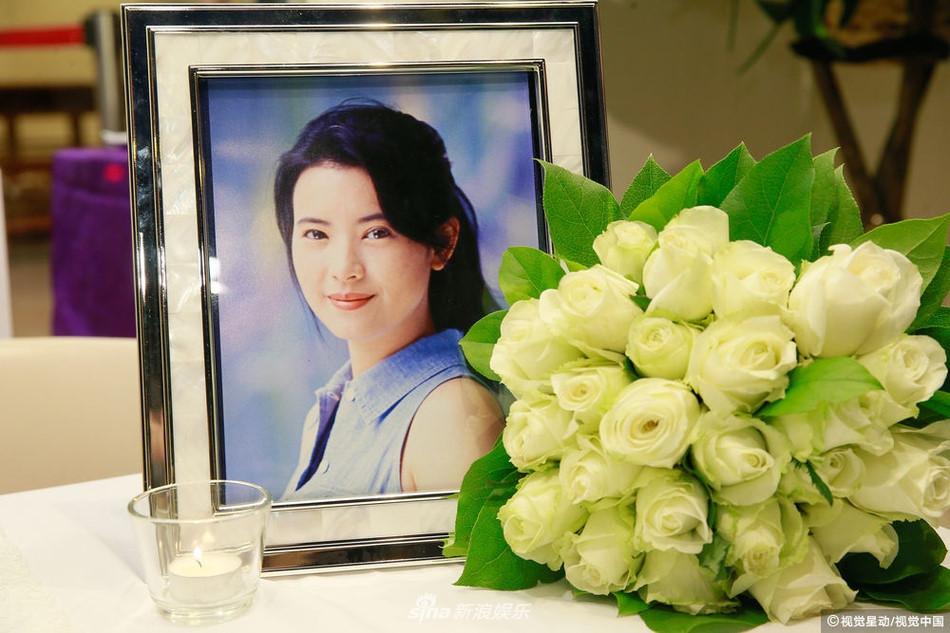 Tiếng hét ở tang lễ Lam Khiết Anh và sự dơ bẩn của showbiz Hong Kong-1