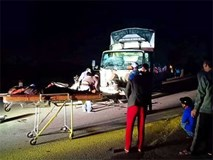 Xe tải và xe máy tông nhau kinh hoàng, 3 người trong một gia đình tử vong tại chỗ