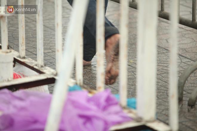 Sáng chủ nhật kinh hoàng: fan mua vé AFF Cup 2018 đẩy đổ hàng rào sân Mỹ Đình-8