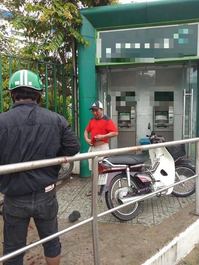 Kẻ dùng ớt trét vào mặt người dân cướp tiền ngay tại trụ ATM khai gì?-2