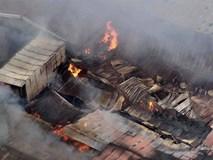 Hà Nội: Cháy khu nhà kho gần Bến xe Nước Ngầm, người dân cố gắng