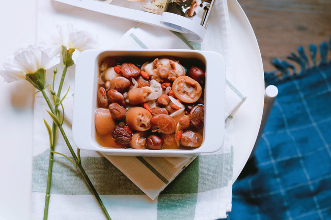 Bồi bổ cơ thể cho cả nhà với món đuôi heo hầm đậu đỏ ngon mê tơi-1