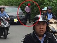 Người đàn ông đi xe sang, dừng giữa đường 'giải quyết nỗi buồn' khiến nhiều người ngán ngẩm