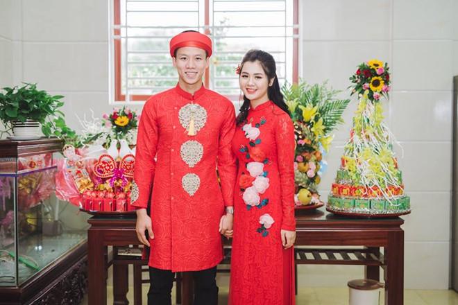 Vợ các cầu thủ Việt Nam tham dự AFF Cup: Ai xinh đẹp, tài năng hơn?-3