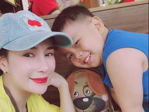 Vợ các cầu thủ Việt Nam tham dự AFF Cup: Ai xinh đẹp, tài năng hơn?-8
