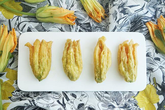 2 món ngon dễ làm từ hoa bí cho bữa tối thêm phong phú-1