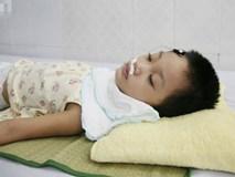 Bé gái 5 tuổi bị viêm màng não tự miễn sau cơn co giật, hơn 1 tháng không thể ngủ và liên tục la hét