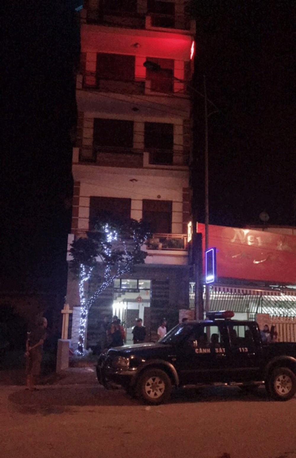 Vợ chồng chủ quán karaoke bị đâm trọng thương vì nhắc nhở khách-1