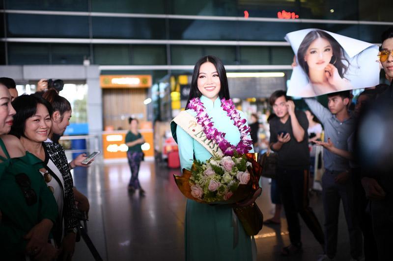 Người hâm mộ thất vọng vì HH Phương Khánh chỉ được mang vương miện giả về nước-3