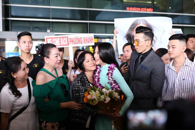 Người hâm mộ thất vọng vì HH Phương Khánh chỉ được mang vương miện giả về nước-7