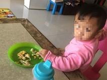 Bé trai 2 tuổi chỉ nặng 6kg bị bỏ đói đến chết trong nhà vệ sinh, bà mẹ trẻ lập tức bị bắt giữ vì sự thật gây phẫn nộ