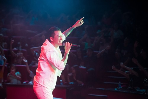 Tuấn Hưng bị tố xem thường khán giả: Có ai đi yêu 1 ca sĩ như vậy suốt 2 thập kỷ?-1