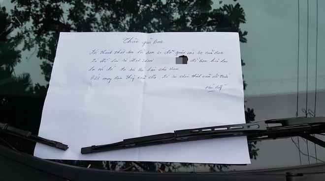Đỗ xe bên đường khi quay lại, chủ xe phát hiện thấy vết xước và mảnh giấy nhắn đầy thú vị-3