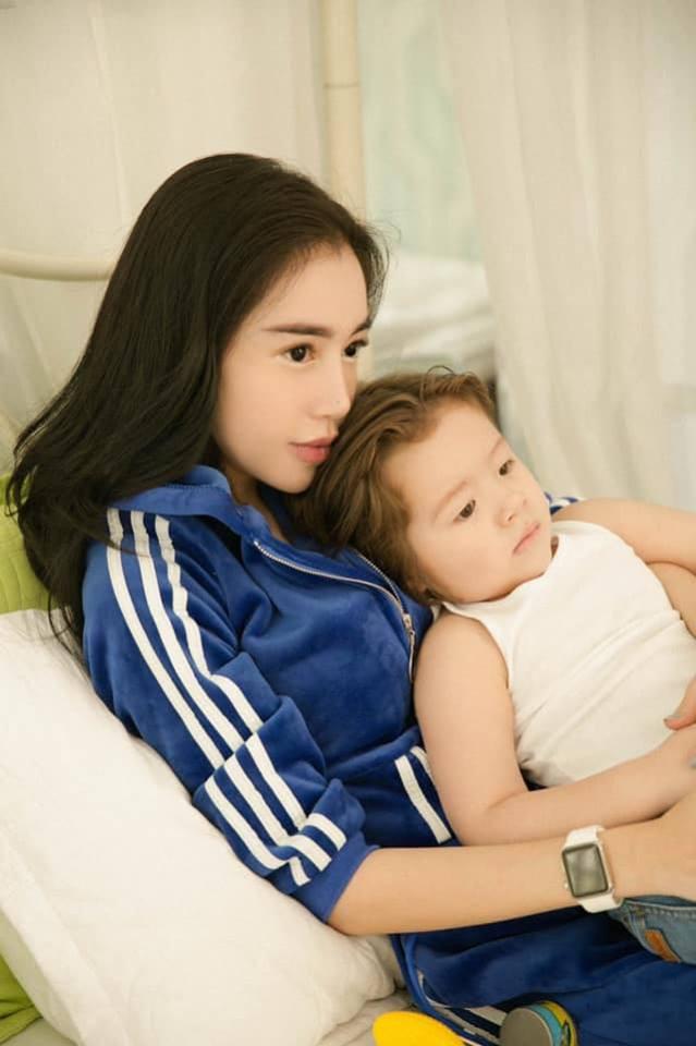Top 7 hot mom nổi tiếng nhất MXH Việt: Người sở hữu nhà sang, xe xịn hàng chục tỷ, người nhan sắc lộng lẫy đáng ngưỡng mộ-11