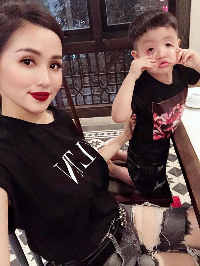Top 7 hot mom nổi tiếng nhất MXH Việt: Người sở hữu nhà sang, xe xịn hàng chục tỷ, người nhan sắc lộng lẫy đáng ngưỡng mộ-18