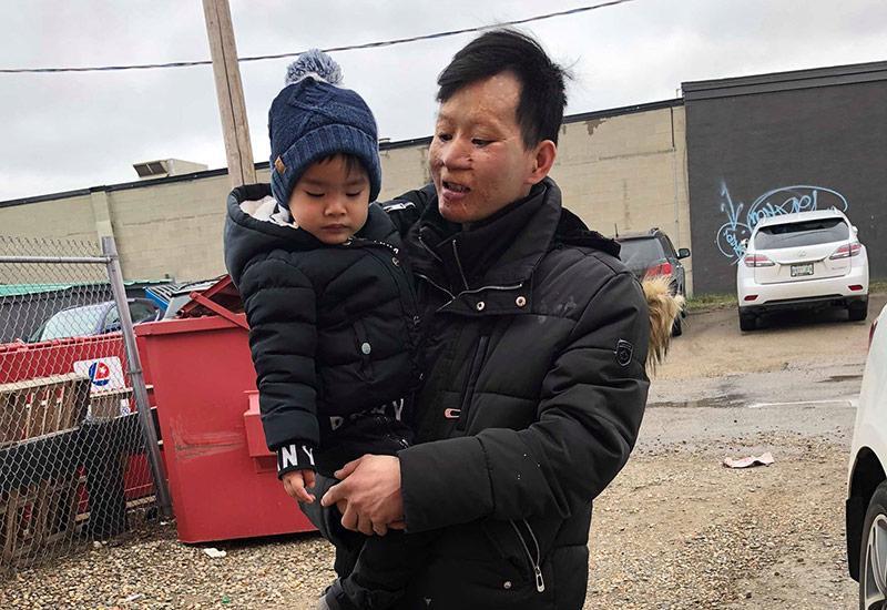 Cảnh sống ở Canada của đôi chồng xấu- vợ xinh sau 4 năm, nhìn ảnh con trai mà bật khóc-17