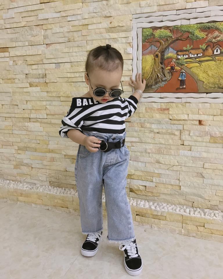 Đêm hôm còn bị bố trêu không ngủ được, bé 3 tuổi đánh điện cầu cứu ông nội rồi chốt một câu làm ai cũng cười ngất-2