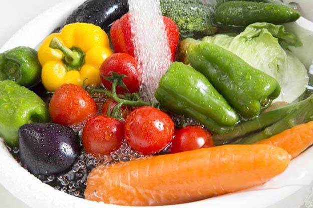 Ngâm rau quả vào nước muối có loại bỏ hoá chất, thuốc trừ sâu? Hãy nghe chuyên gia trả lời-2