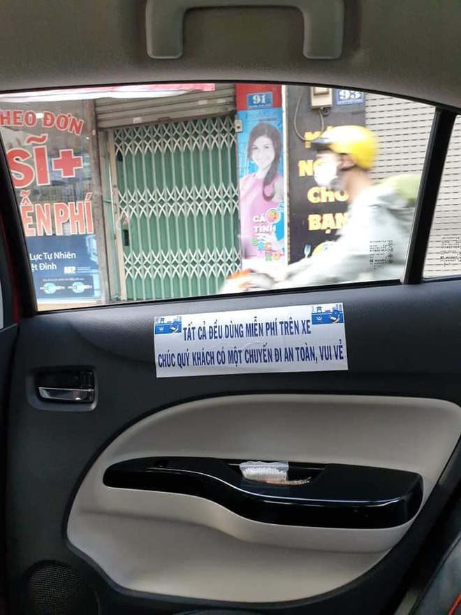 Vừa mở cửa bước lên xe, hành khách đã bị ngợp khi nhìn thấy cảnh tượng bên trong-1