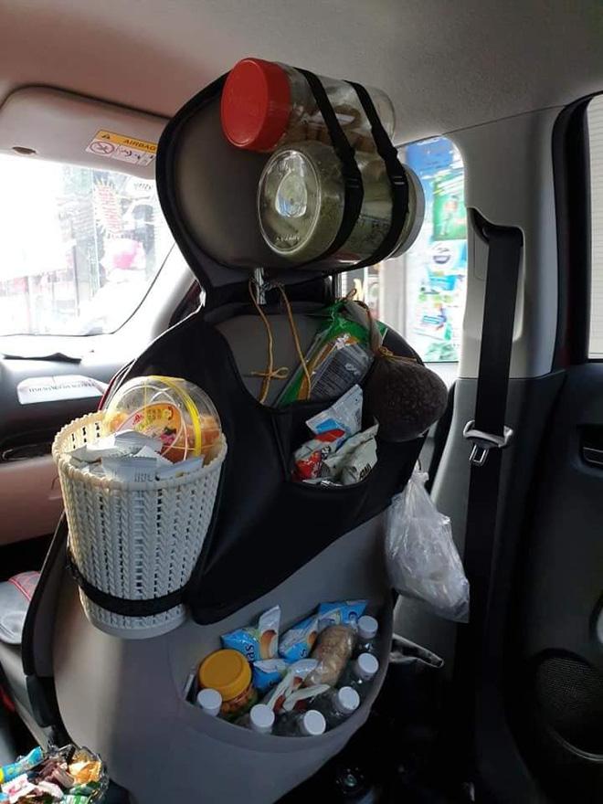 Vừa mở cửa bước lên xe, hành khách đã bị ngợp khi nhìn thấy cảnh tượng bên trong-2