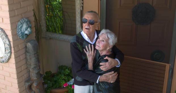 Mối tình kỳ diệu nhất Hollywood của Stan Lee: Yêu từ khi chưa gặp mặt, mất 2 tuần để đập chậu cướp hoa rồi bên nhau 70 năm không rời-6