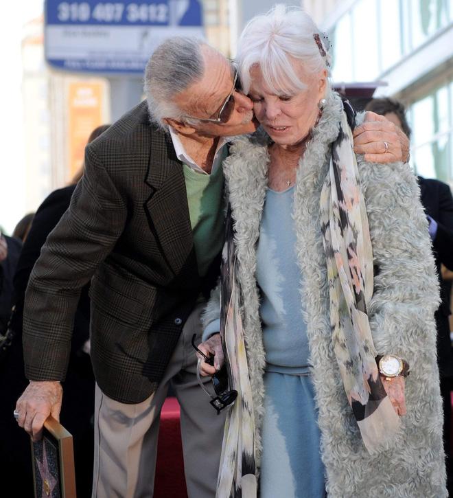 Mối tình kỳ diệu nhất Hollywood của Stan Lee: Yêu từ khi chưa gặp mặt, mất 2 tuần để đập chậu cướp hoa rồi bên nhau 70 năm không rời-8