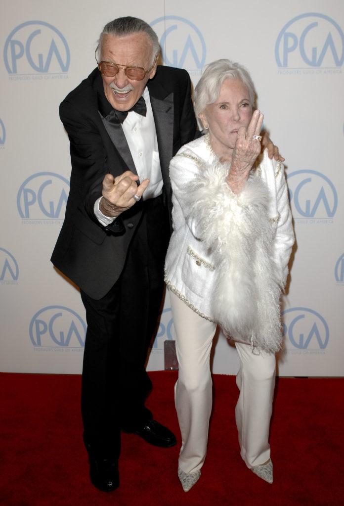 Mối tình kỳ diệu nhất Hollywood của Stan Lee: Yêu từ khi chưa gặp mặt, mất 2 tuần để đập chậu cướp hoa rồi bên nhau 70 năm không rời-1