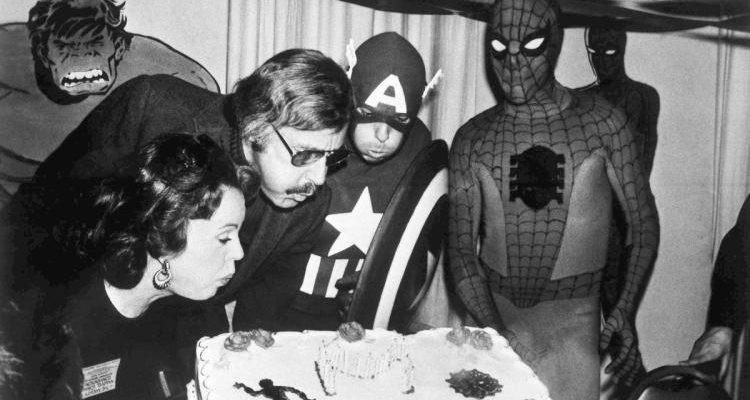 Mối tình kỳ diệu nhất Hollywood của Stan Lee: Yêu từ khi chưa gặp mặt, mất 2 tuần để đập chậu cướp hoa rồi bên nhau 70 năm không rời-5
