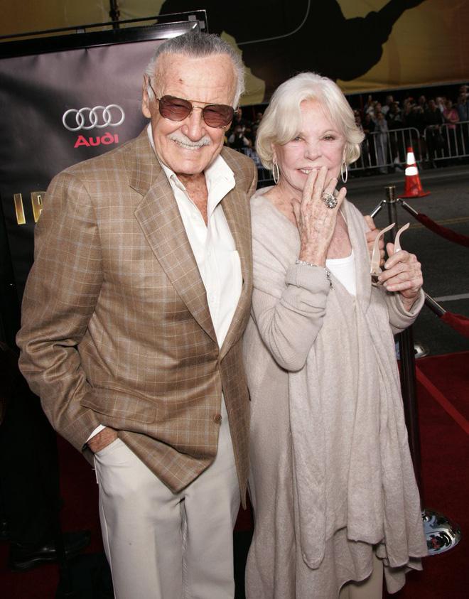 Mối tình kỳ diệu nhất Hollywood của Stan Lee: Yêu từ khi chưa gặp mặt, mất 2 tuần để đập chậu cướp hoa rồi bên nhau 70 năm không rời-7