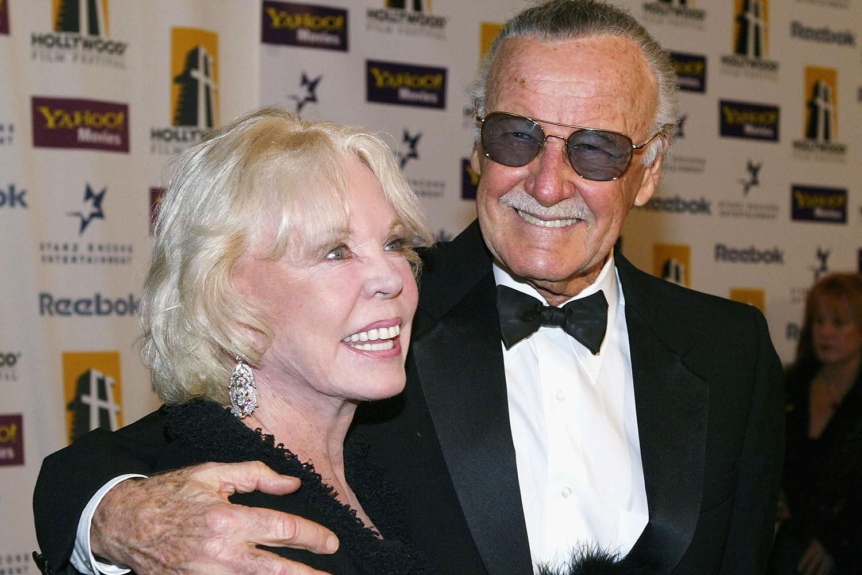 Mối tình kỳ diệu nhất Hollywood của Stan Lee: Yêu từ khi chưa gặp mặt, mất 2 tuần để đập chậu cướp hoa rồi bên nhau 70 năm không rời-9