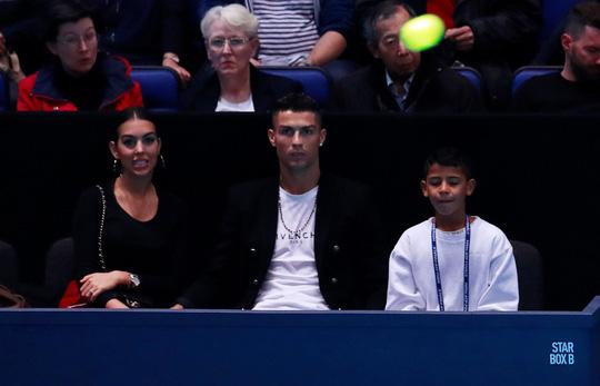 Gia đình Ronaldo tiếp sức giúp Djokovic chiến thắng-6