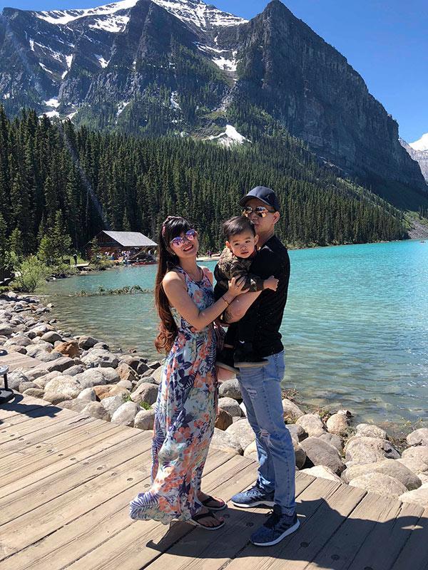 Cặp chồng xấu- vợ xinh ở Canada: Mình làm nail, chồng làm nhà hàng, vất vả nhưng vì con-2