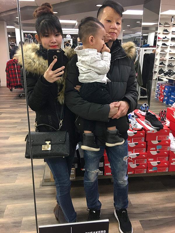 Cặp chồng xấu- vợ xinh ở Canada: Mình làm nail, chồng làm nhà hàng, vất vả nhưng vì con-5
