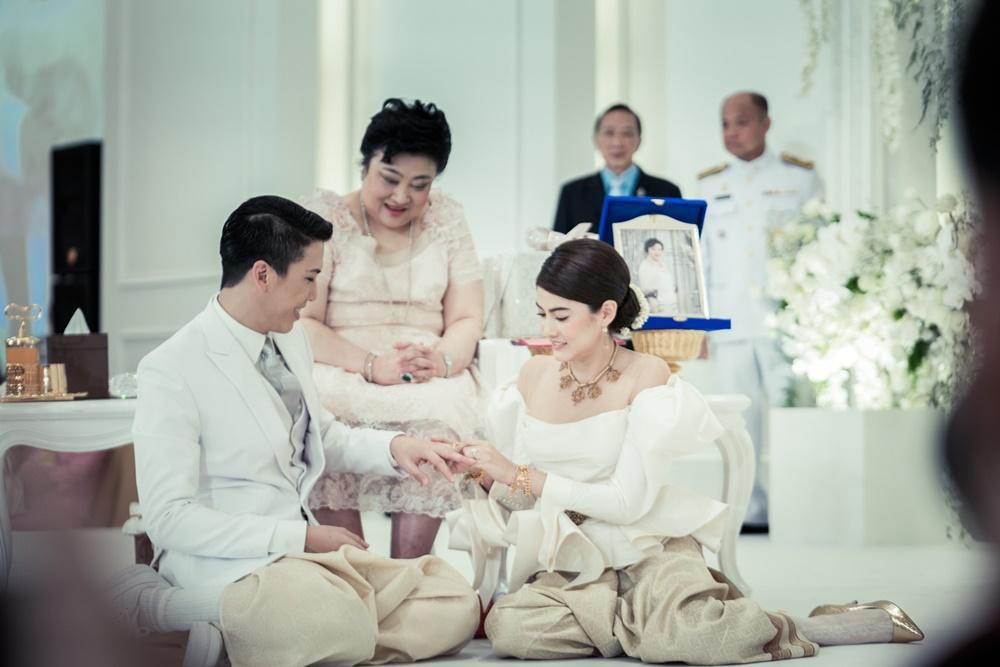 Minh tinh Thái lấy chồng siêu giàu: Người được cung phụng như bà hoàng, kẻ lấy bố của bạn, ly hôn trong thị phi-31