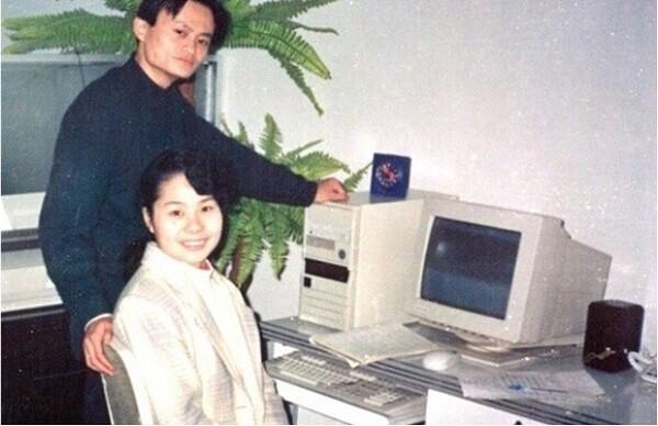 Cách lùi 1 được 2 của vợ Jack Ma, hi sinh 1 cách bài bản để ông chồng tỷ phú cũng nhất nhất nể vợ-2