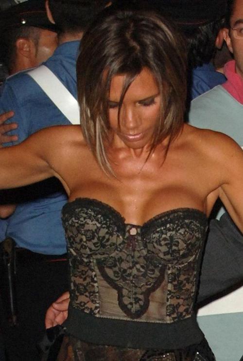 Người ta ngực khủng thì đẹp, riêng bà Becks lên đời nhan sắc nhờ lép-4