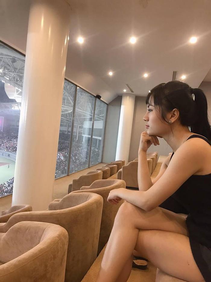 Dân mạng truy lùng nữ CĐV Myanmar xinh đẹp, nóng bỏng ngồi phòng VIP xem AFF Cup-1