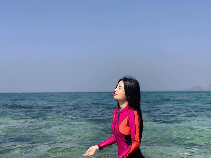 Dân mạng truy lùng nữ CĐV Myanmar xinh đẹp, nóng bỏng ngồi phòng VIP xem AFF Cup-7