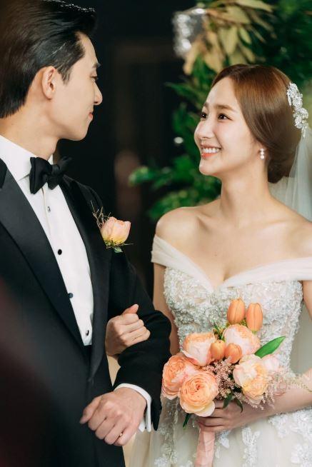 Lộ ảnh cưới tuyệt đẹp trong hôn lễ ngọt ngào viên mãn của cặp đôi chính trong Thư ký Kim-10