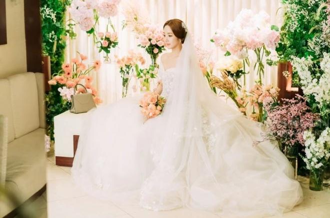 Lộ ảnh cưới tuyệt đẹp trong hôn lễ ngọt ngào viên mãn của cặp đôi chính trong Thư ký Kim-5
