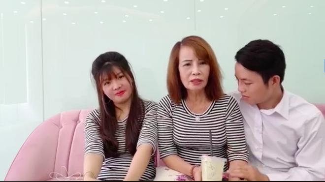 Cô dâu 62 tuổi livestream, tiết lộ tin sốc Thị Nở tái sinh là vợ hai của chồng?-4