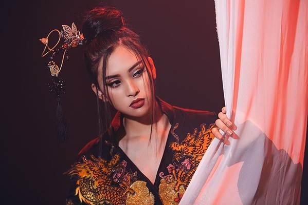 Ngắm tạo hình cổ trang ma mị Tiểu Vy mang tới Miss World 2018-2