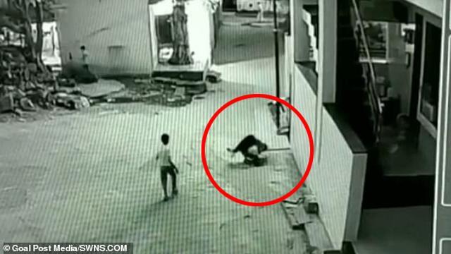 Rơi từ tầng 3 cao 12 mét, cậu bé thoát chết nhờ sự trùng hợp không tưởng-2