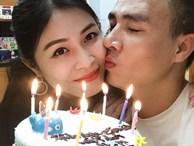 Trước khi công bố chia tay, MC Hoàng Linh vẫn liên tục cập nhật hình ảnh hạnh phúc với hôn phu lên Facebook