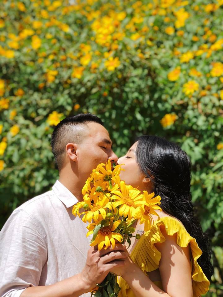 Trước khi công bố chia tay, MC Hoàng Linh vẫn liên tục cập nhật hình ảnh hạnh phúc với hôn phu lên Facebook-12