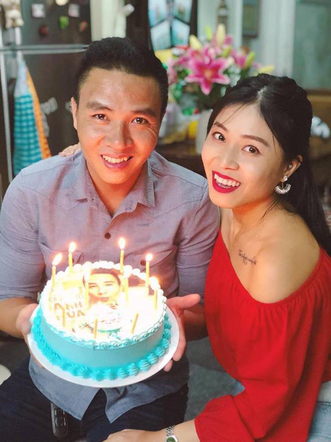 Trước khi công bố chia tay, MC Hoàng Linh vẫn liên tục cập nhật hình ảnh hạnh phúc với hôn phu lên Facebook-2