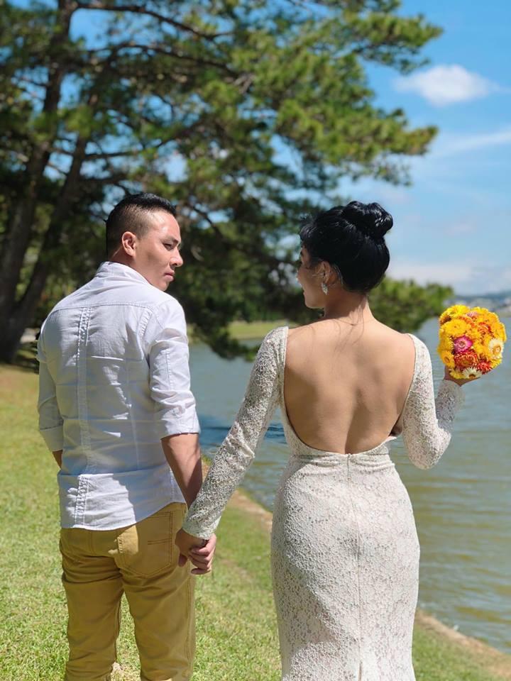 Trước khi công bố chia tay, MC Hoàng Linh vẫn liên tục cập nhật hình ảnh hạnh phúc với hôn phu lên Facebook-1