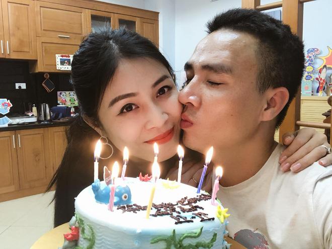 Trước khi công bố chia tay, MC Hoàng Linh vẫn liên tục cập nhật hình ảnh hạnh phúc với hôn phu lên Facebook-5